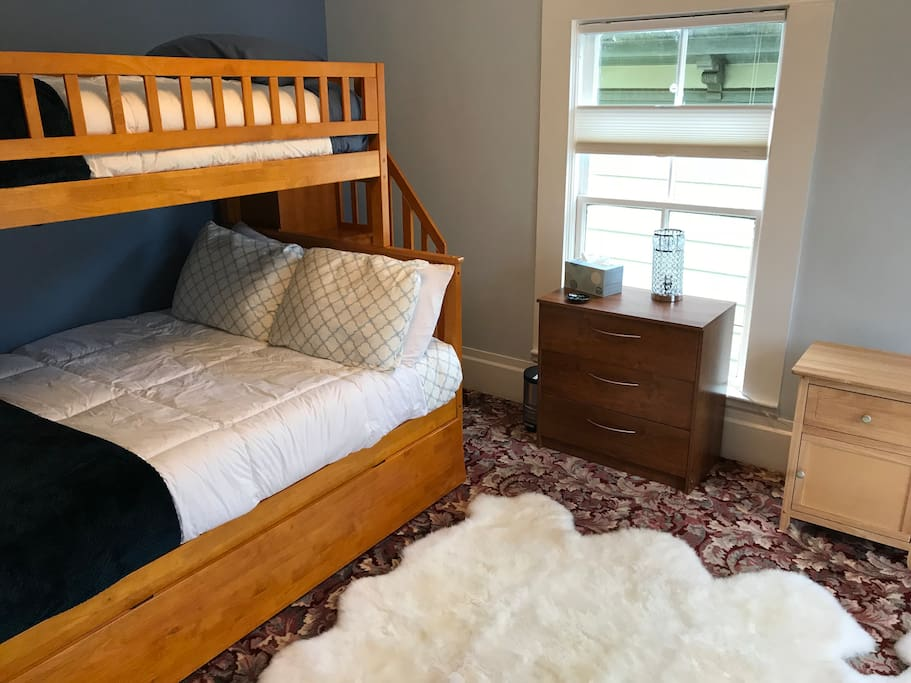 upstairs bunk bed w/ double, twin, trundle beds