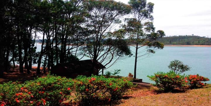 Villa RAVINALA Mantasoa, bord de lac  boisé 1ha