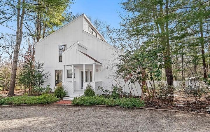 NEW: Charming East Hampton home w/ Fireplace!