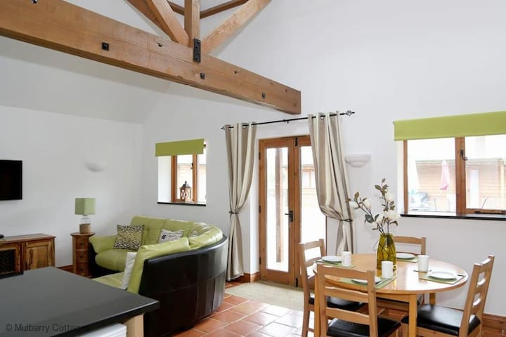 Wisteria Cottage Sleeps 4, A lovely beamed barn-style cottage offering a getaway from it all break in this pretty rural part of Kent.