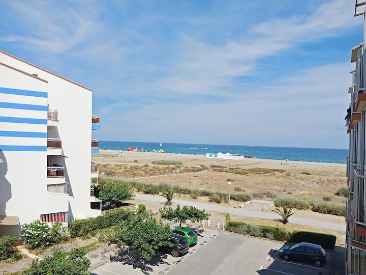 Studio vue mer accès direct plage