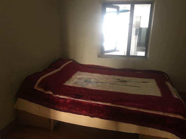彩灯公园旁,客房,1.5米小床,最舒服的泰国橡胶床垫