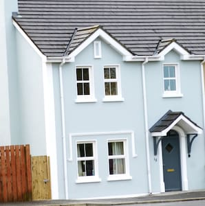 4 Bed Comfy Modern Family House - Malin - House