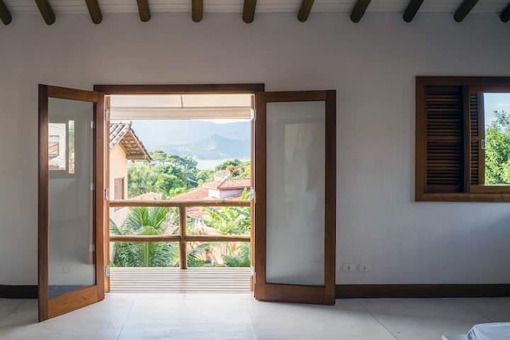 Peace and nature in beautiful Ilhabela home