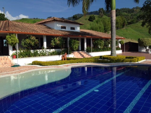 HOUSE LA DIVISA - Pereira - House