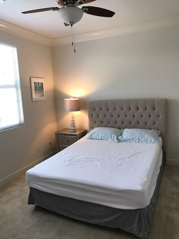 尔湾(IRVINE)别墅带卫生间套房分租,适合待产、旅游、探亲,价格合理