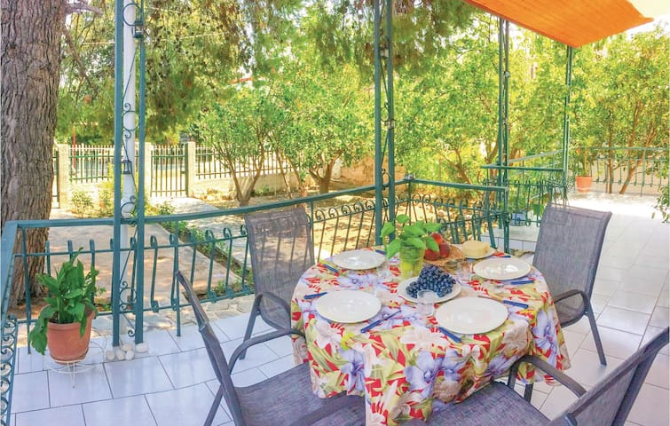 Holiday cottage with 2 bedrooms on 52m² in Agioi Apostoloi