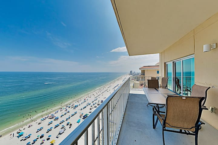 Gulf-Front Getaway: Pools, Hot Tub - Steps to Sand