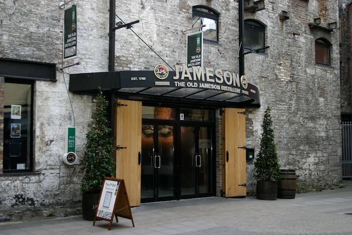 Courtyard entrance to Jameson Whiskey Museum
