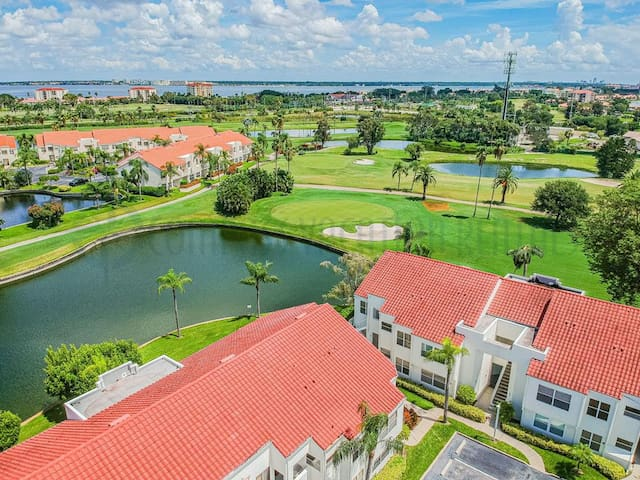 Paradise Awaits at this Vista Verde East Condo! VV 3B-121