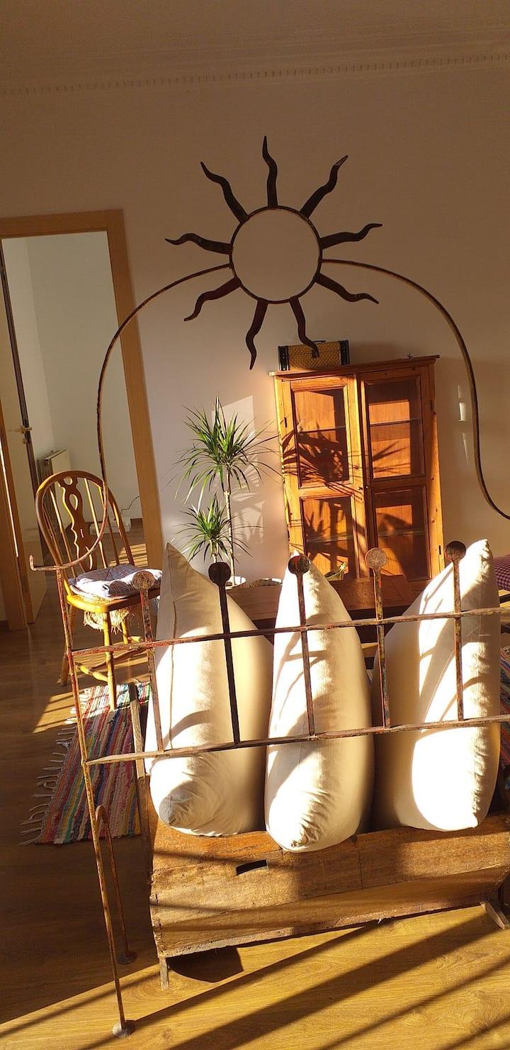 Habitación individual con mucha luz