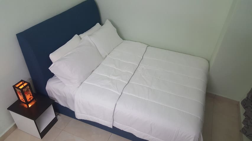 Queen bed - You will love this comfy bed