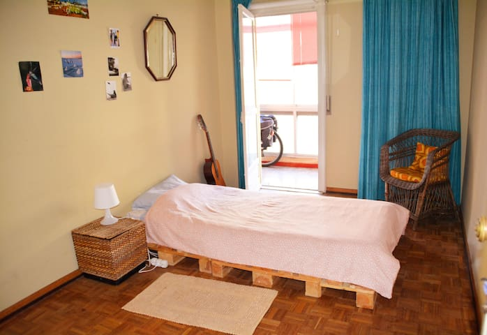 Cosy bedroom for travellers - Queluz - Wohnung