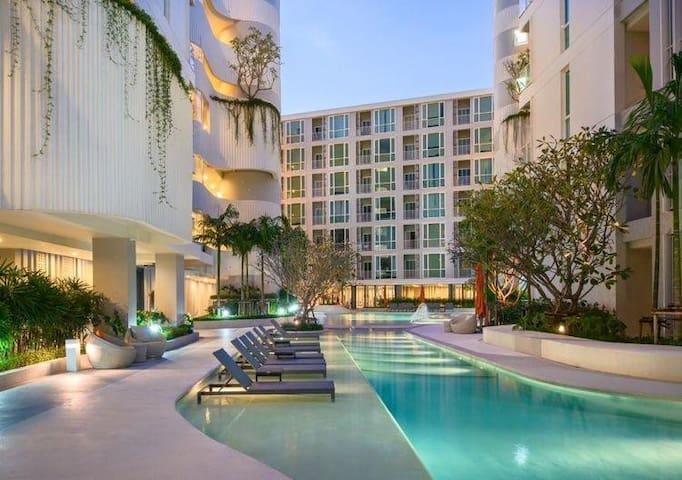 5 ***** luxury Phuket condo in a central location