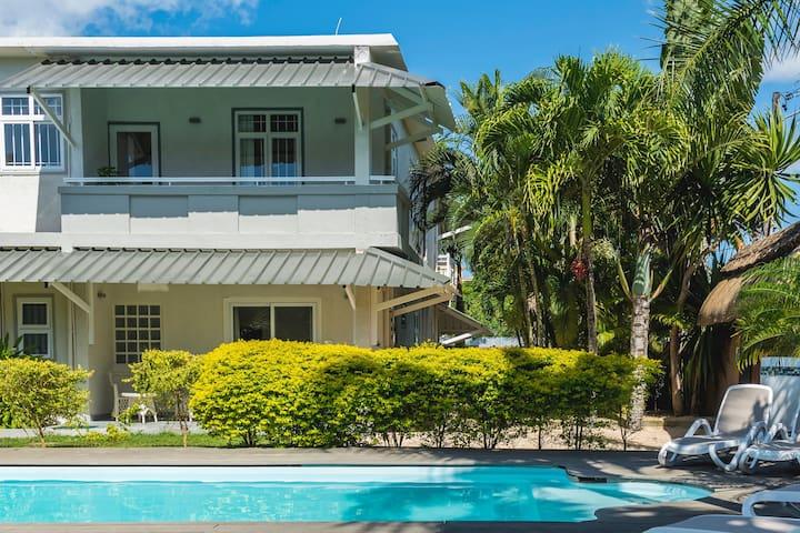 Studio with spacious balcony, shared pool & garden