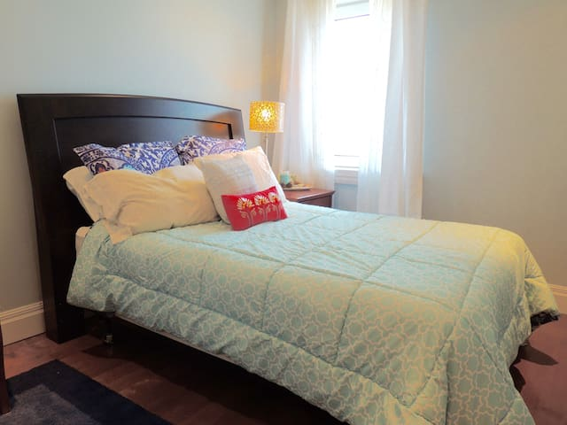 Private Bedroom in Top Level Condo (Ocean View) - Halifax - Wohnung