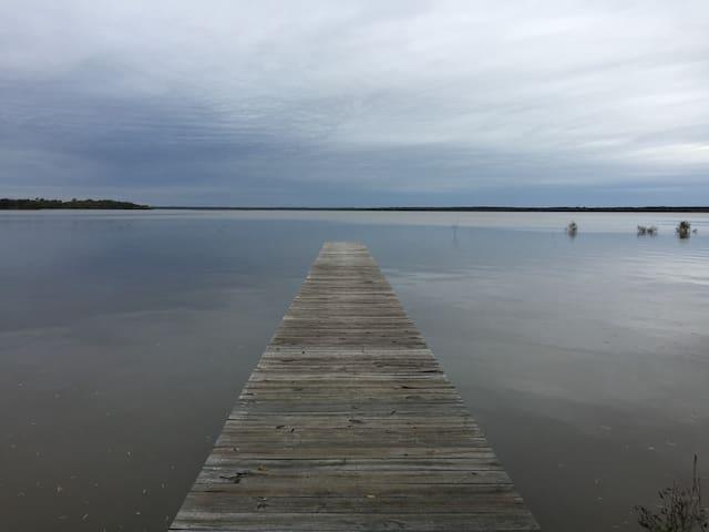 Cozy Lakefront Cabin - Quinlan - Dům