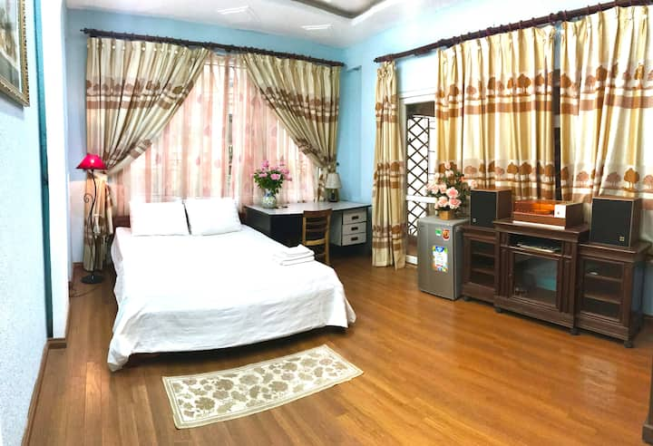 The Rose Home: beautiful classic room of Hanoi 90s