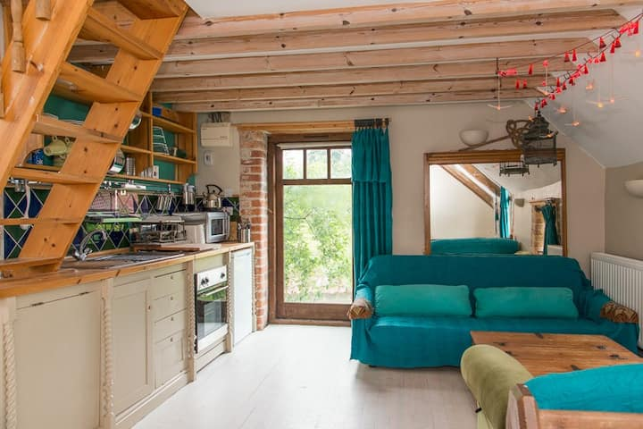 Delightful country mezzanine studio flat