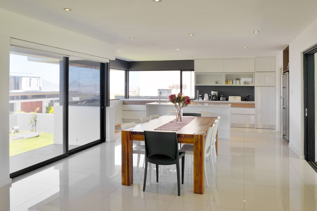 Spacious, open plan kitchen and dining room ideal for entertaining.