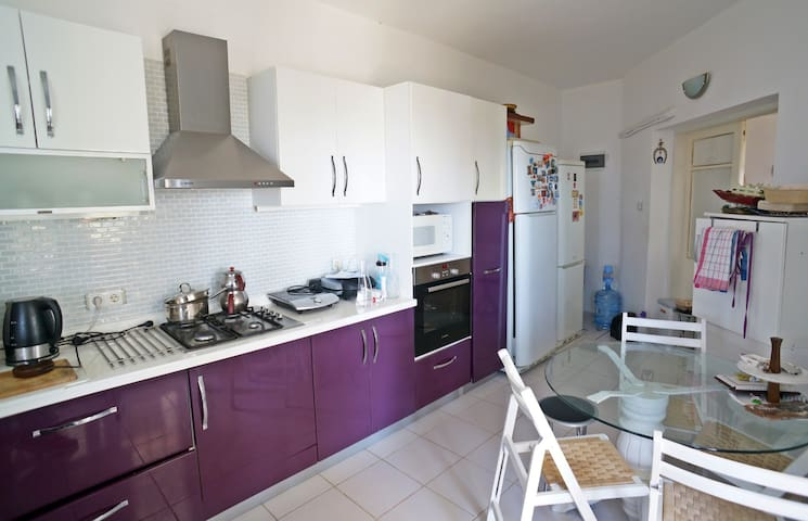 Kitchen is fully occupied for you to store food and drinks and cook comfortably.