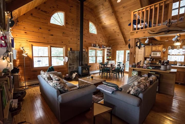 southern VT 72 acres w/hot tub!