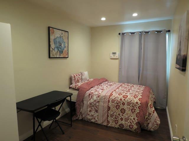 1090$/M private room Z