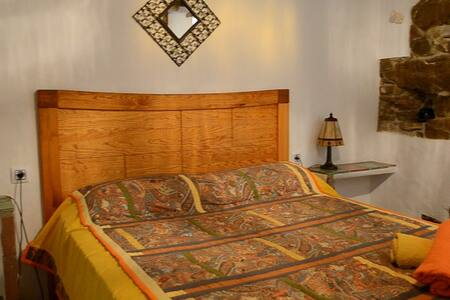 CINCO LUNAS FARMSTAY ACCOMMODATION: Double Room - Zahara - 宾馆