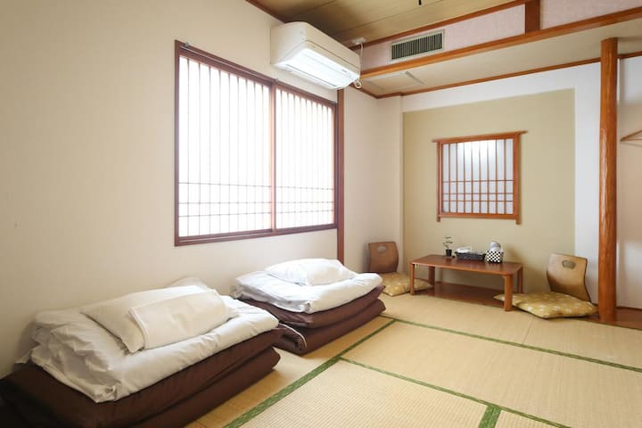 5pax Tatami room for LCC users (shared bathroom)