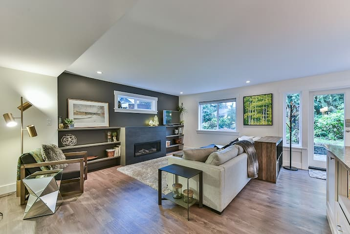 Upscale Garden Oasis on Grouse Mtn, with hot tub