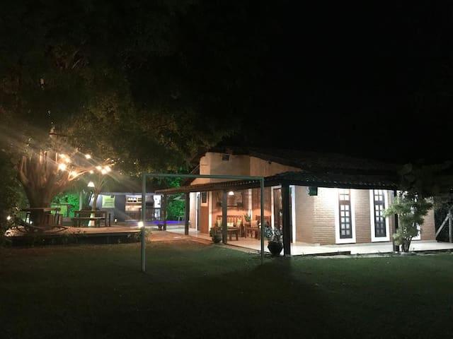 Casa de Campo Inteira ( Chácara )