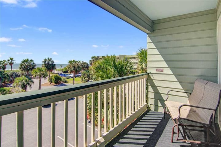 226B Sea Cabin - Second floor Isle of Palms Villa with Ocean Views, Great Location, Pool Access!