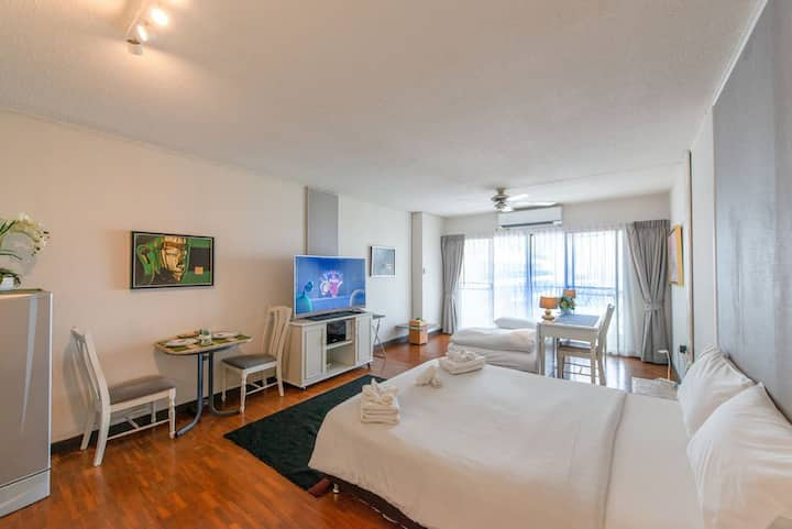 Large Private flat Heart of Chiang Mai