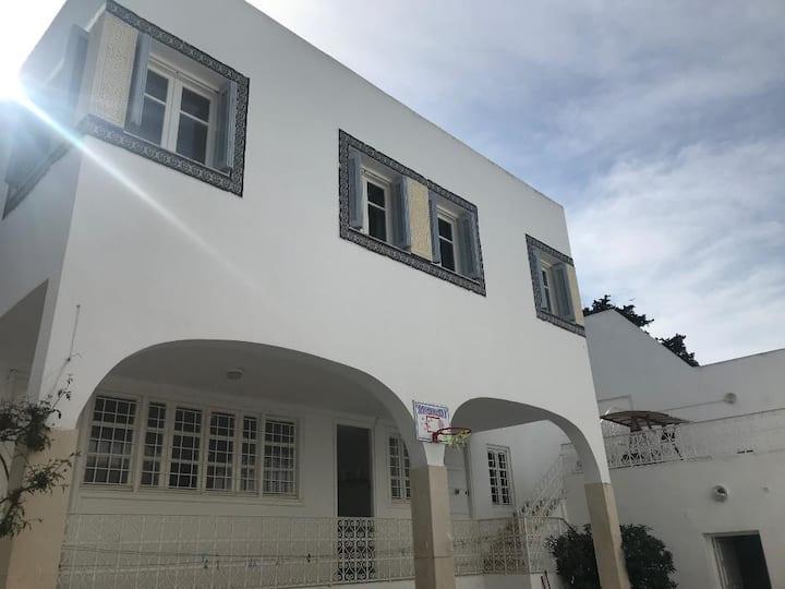 Grand studio à la Marsa, vue mer & accès piscine