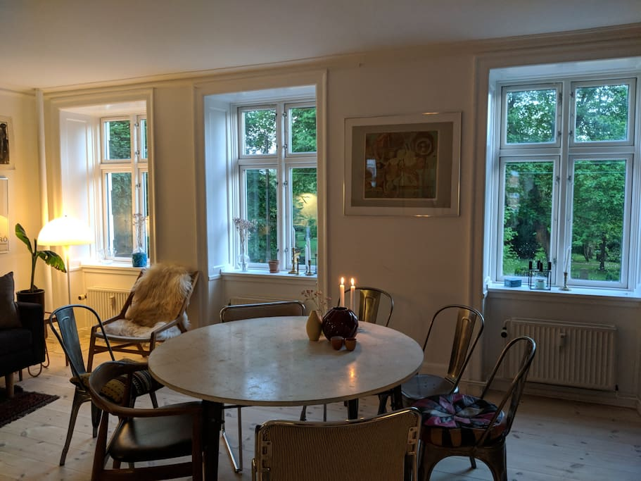 Livingroom with view to Assistens Kirkegård