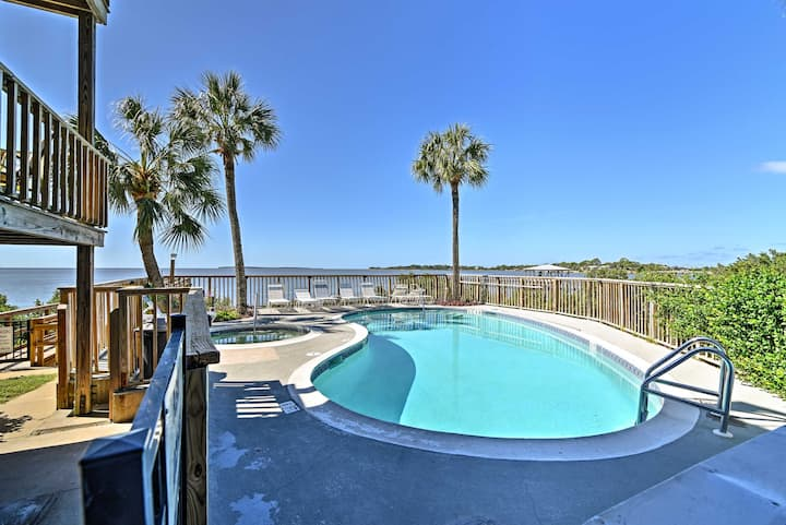 Beachfront Cedar Key Condo w/ Pool, Spa & Views!
