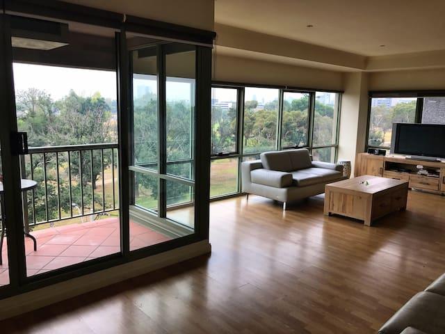 Big Corner Apartment overlooking Grand Prix track - Melbourne - Appartement
