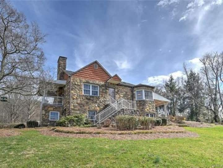 A Stones throw from Asheville & Weaverville