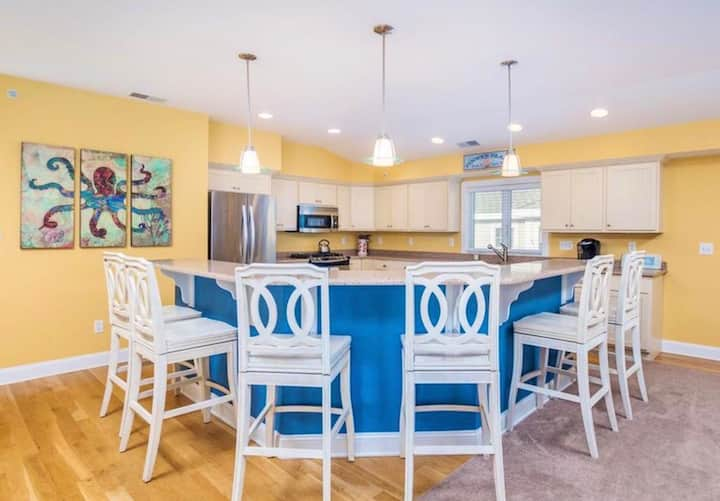 Huge Fenwick Island house that sleeps 26 in beds!!