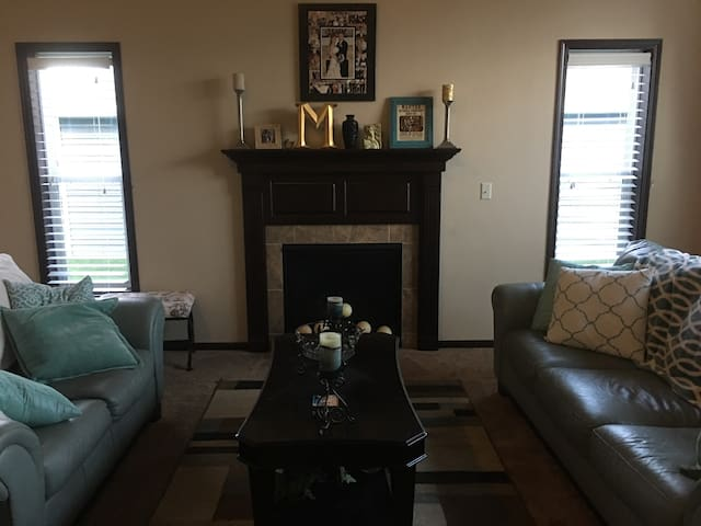 New house close to Packers stadium! Clean & Comfy!
