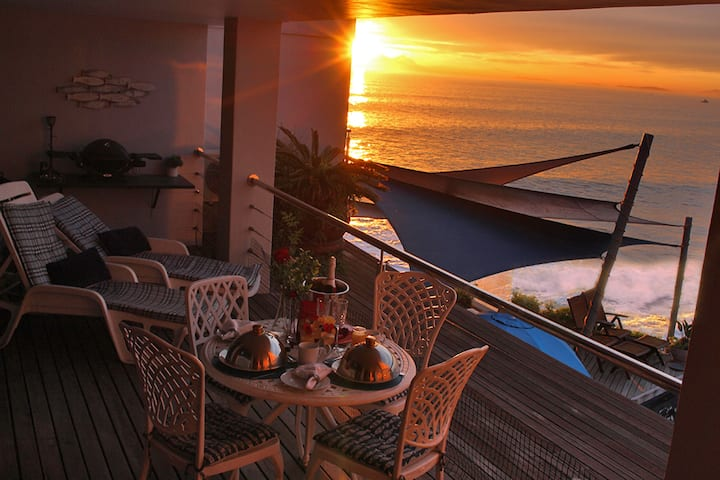 185 on BEACH Wavecrest Premier Suite -  Cape Town