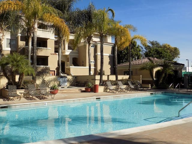 Spacious 1 Bed / 1 Bath in Beautiful Camarillo