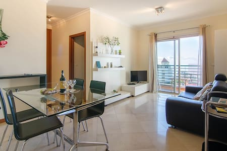 Forum Gardens Apartment (free private parking)