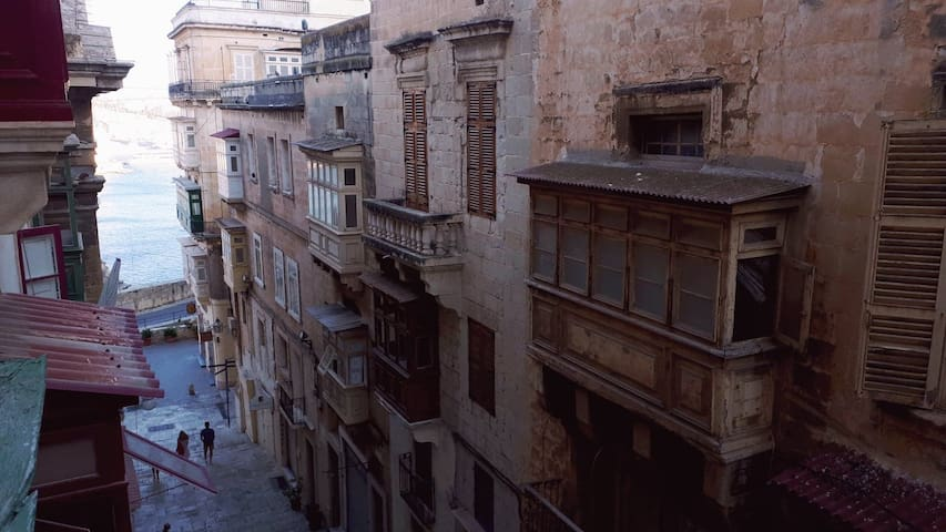 1 Bedroom Bijoux Apartment in Valletta (views)