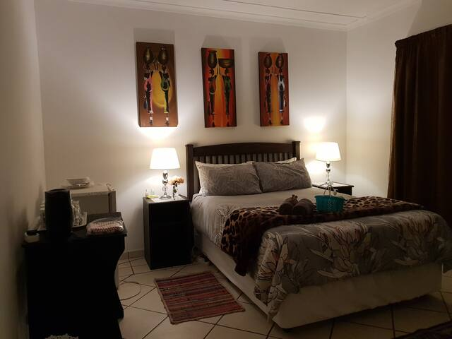 Affordable AIRPORT (OR Tambo) Accommodation (B)