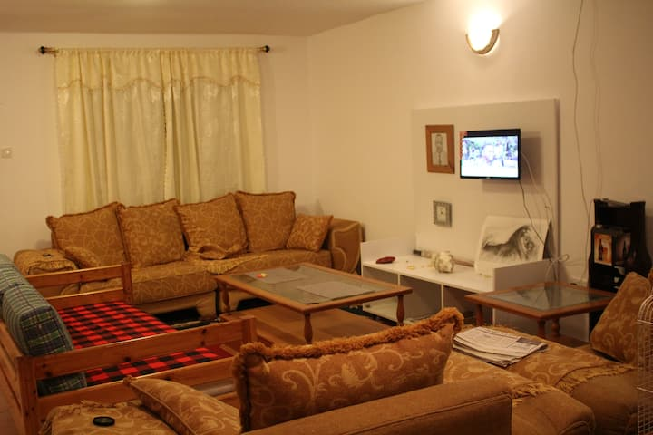 Cozy 2BD Villa close to  Rd and Sun n Sand Hotel