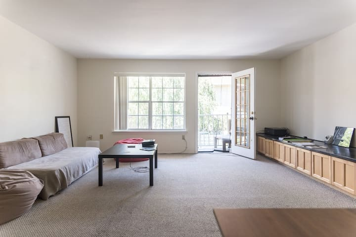 Large One-Bedroom Apartment 25 Minutes from NYC - Edgewater - Apartamento
