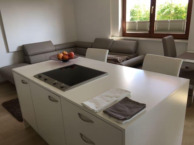 Neue, moderne Ferienwohnung für Genießer und Paare - Kaltern - Lejlighed