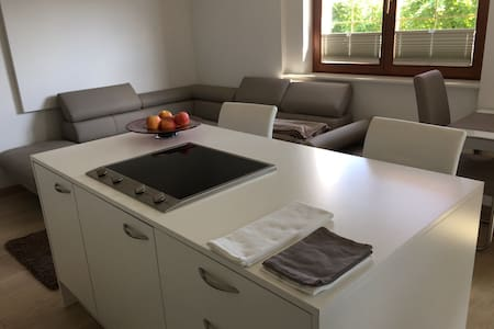 Neue, moderne Ferienwohnung für Genießer und Paare - Kaltern - Appartement