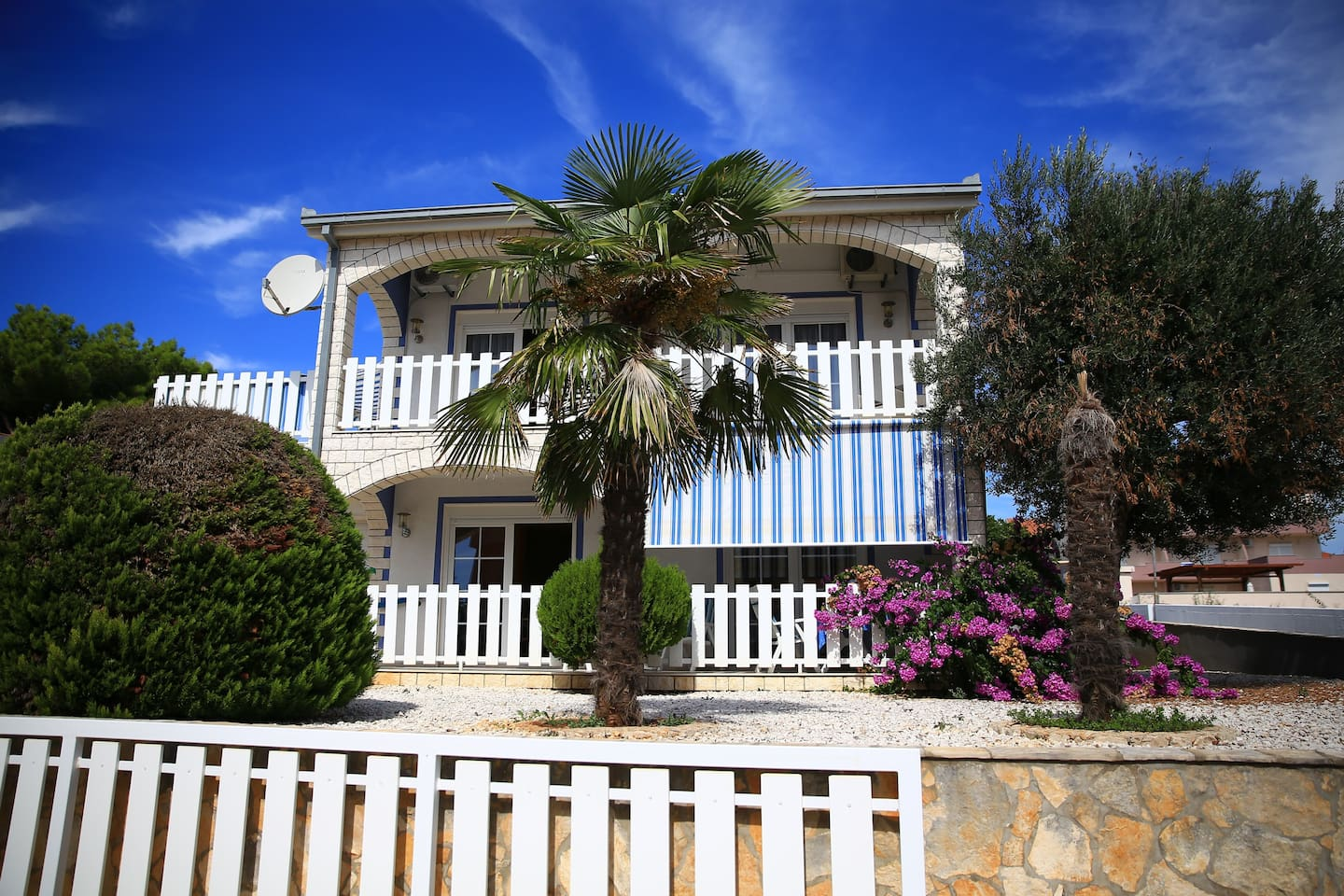 Villa Limun, fully air-conditioned home with roller shutters on all windows